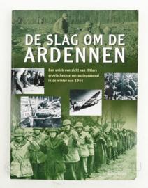 De slag om de Ardennen Robin Cross naslagwerk - 28,5 x 21 x 1,5 cm - origineel