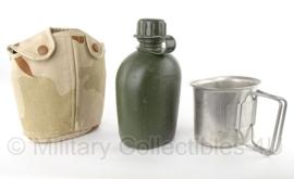 KL Nederlandse leger veldfles met RVS beker en Desert hoes met ALICE clips - 750 ml - origineel