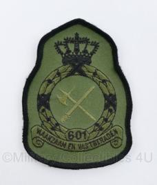 KLU Koninklijke Luchtmacht embleem 601 squadron Waakzaam en Vastberaden - met klittenband - geheel licht - 11,5 x 8 cm - origineel