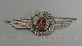 Borst of pet insigne officier - metaal 11,5 cm. - origineel