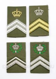 Defensie DT epauletten met kroontje  - 4 verschillende enkele epauletten - 8 x 5 cm -  origineel