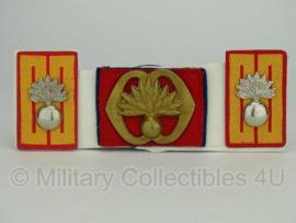 KL baret speld en kraagspiegel set - Regiment Garde Grenadiers -  origineel