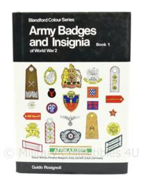 Naslagwerk Army badges and Insignia of WW2 door Guido Rosignolli - boek 1