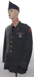 US Army 1968 Vietnam oorlog Military Police uniform SET jasje,  schuitje - met originele insignes, medailles - maat Large- origineel