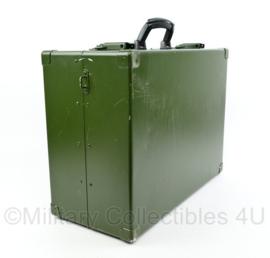 Defensie aluminium koffer medische materiaal met vak indeling - merk Sohngen - 38 x 52 x 23 cm - origineel