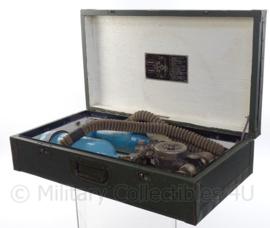 Russische zuurstoffles set in een koffer - origineel