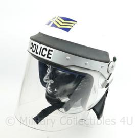 Britse Militaire politie Helmet MP Military Police helm met visier - 60 of 61 cm hoofdomtrek - origineel