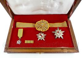 Indonesische eremedaille Bintang Jasa Paratama set met originele box met het wapen van Indonesië - zeldzaam-