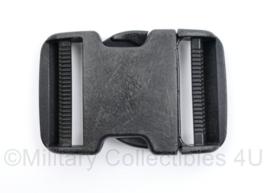 Defensie zwarte kunststof klik gesp - 9 x 6,5 cm - origineel