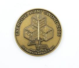 Duits Nederlandse Corps Exercise joint Sword 2006 coin - Germany 19 april - 3 may - diameter  3,5 cm - origineel