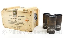 Koninklijke Marine houten kist met lege houders voor acoustic underwater grenade - kist 23 x 27 x 36,5 cm - origineel