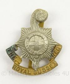 WO2 Britse baret of cap insigne The Royal Sussex Regiment - afmeting 3,5 x 4 cm - origineel