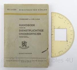 MVO 1958 Handboek voor de Dienstplichtige Onder-officier met rekenschijf - VS2/1351 - origineel