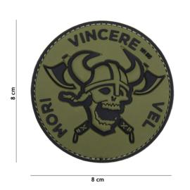 """Embleem 3D PVC  met klittenband - """"Mori Vincere Vel """" - zwart/groen - 8 x 8 cm"""
