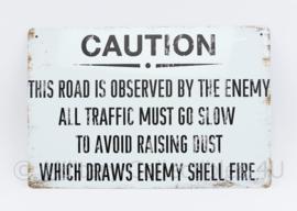 Caution This road is observed by the enemy  - 30 x 20 cm - nieuw gemaakte metalen plaat