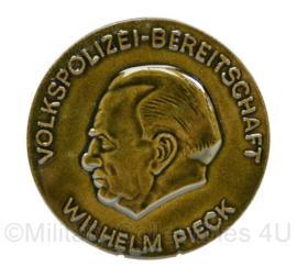 DDR Volkspolizei Bereitschaft Wilhelm Pieck onderscheiding - diameter 8 cm ! - origineel