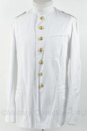 KM Marine toetoep uniform wit met opstaande kraag en gouden knopen - maat 53/ boord 40 cm. - origineel