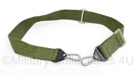 Defensie onbekende draagriem zeer degelijke draagriem met gespen groen - 98 x 4,5 cm - origineel