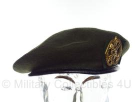 KL Nederlandse leger baret met Geneeskundige Dienst insigne - vorig model - maat 56, 57 of 60 - origineel