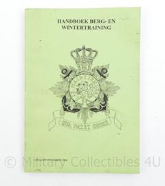 Handboek voor berg- en wintergebieden operationele eenheden Korps Mariniers - uitgave 2004 - 20,5 x 14,5 x 0,5 cm - origineel