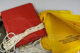 Bundeswehr Rode en gele Signaal doeken set met groene tas - origineel