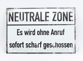 Neutrale Zone. Es wird ohne anruf sofort scharf geschossen  - 30 x 20 cm - nieuw gemaakte metalen plaat
