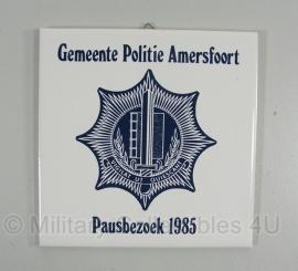 Tegel Gemeente politie Amersfoort - Pausbezoek 1985 - origineel
