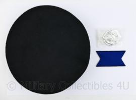 Defensie ongebruikte baret met insigne Cavalerie - maat 57 - nieuw - origineel