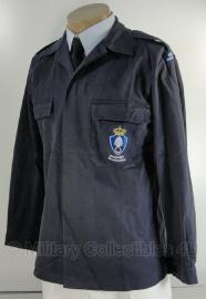 KMAR Marechaussee vorig model uniform basis jas - donkerblauw - MET insignes - 100, 104 of 108 cm. borstomtrek - origineel