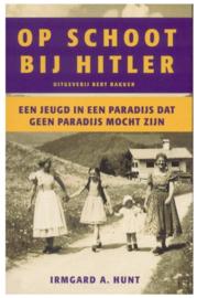 Boek Op schoot bij Hitler een jeugd in een paradijs dat geen paradijs mocht zijn