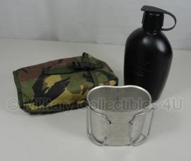 KL Veldfles Avon voor AMF12 gasmasker met RVS beker en WL hoes - goede staat -MOLLE - 1 liter model voor aan het OPS vest - origineel