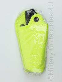 Britse Politie gele TASER koppelhouder verticaal - NIEUW in de verpakking - 19 x 8 x 4,5 cm - origineel