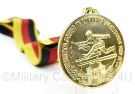 DDR medaille met halslint Bestenermittlungen in Körperertüchtigung u. Sport - fur den schutz der arbeiter und bauern macht - Gold - Origineel