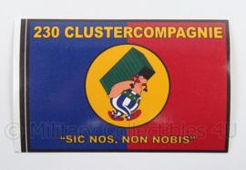 KL Landmacht sticker 230 Clustercompagnie - sic nos, non nobis - afmeting 7 x 11 cm - origineel