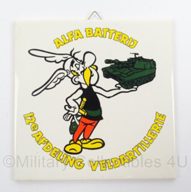 KL Landmacht wandbord/tegeltje 12e Afdeling Veldartillerie Alfa Batterij - afmeting 15 x 15 cm - origineel