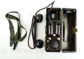 Tsjechische leger TP25 Field Phone veldtelefoon Bakeliet met draagriem - lijkt op WO2 Duits model -17 x 25 x 8,5 cm -  origineel