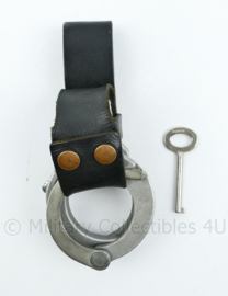 Kmar Marechaussee LIPS handboeien met sleutel en koppelhouder - 19 x 8 x 6 cm - origineel