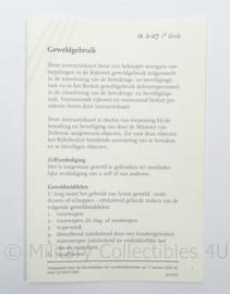 KL Landmacht Instructie kaart - Geweld gebruik - IK 2-27 - afmeting 10 x 15 cm - origineel