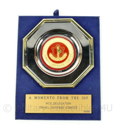 Israël defence forces bord - A momento from the IDF - afmeting 19 x 15 x 0,3 cm - origineel