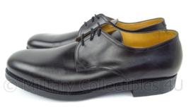 KL Nederlandse leger DT schoenen, rubberen zool Zwart Derby Gold Class  - licht gedragen  - maat 285B = 44,5B - origineel