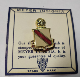 US Army 2nd Supply & Transport Battalion unit crest metaal - 3,3 x 2,3 cm - maker Meyer - origineel