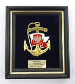 Poolse Marine wandbord - presented by fleet admiral Polish Navy - afmeting 14 x 16 cm - origineel