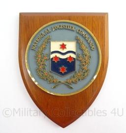 KL Landmacht wandbord Nationaal Logistiek Commando - afmeting 14 x 18 x 1,5 cm - origineel
