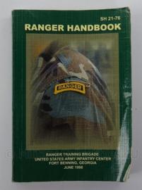 US Army naslagwerk Ranger Handbook SH21-76 - afmeting 15,5 x 10,5 cm - origineel