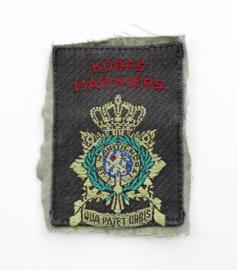 Korps Mariniers mouwembleem nog op een stuk van het tropen uniform - 9 x 7 cm - origineel