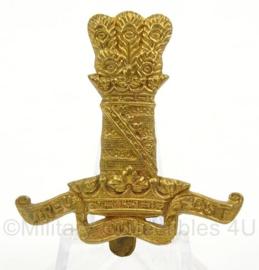 WO2 Britse baret of pet insigne Treu und Fest van The Royal Hussars - afmeting 4 x 5 cm - origineel