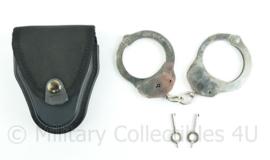Handboeien British made Hiatt 1970 met 2 sleutels en een nieuwe tas  - origineel