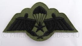 KL landmacht parawing embleem - A brevet operationele sprong - zwart op groen - 9 x 5 cm - origineel
