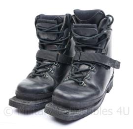 Korps Mariniers Alico skischoen met extra losse binnenschoen en skisluitingen - maat 9,5 = 43 - licht gedragen - origineel