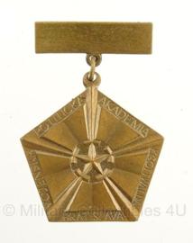 Slowakije Militaire Politieke Academie Bratislava medaille - 4,5 x 3,5 cm - nieuw in verpakking - origineel